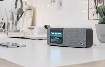 Cyfrowe audycje, podcasty i głośnik Bluetooth w jednej zgrabnej formie – bądź na fali z radiem Hama DR200BT