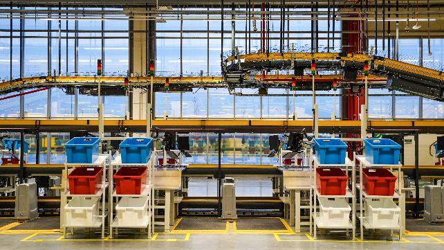 Centrum logistyczne Amazon w Gliwicach świętuje swoją pierwszą rocznicę – już ponad 2 000 osób ze Śląska znalazło tu pracę