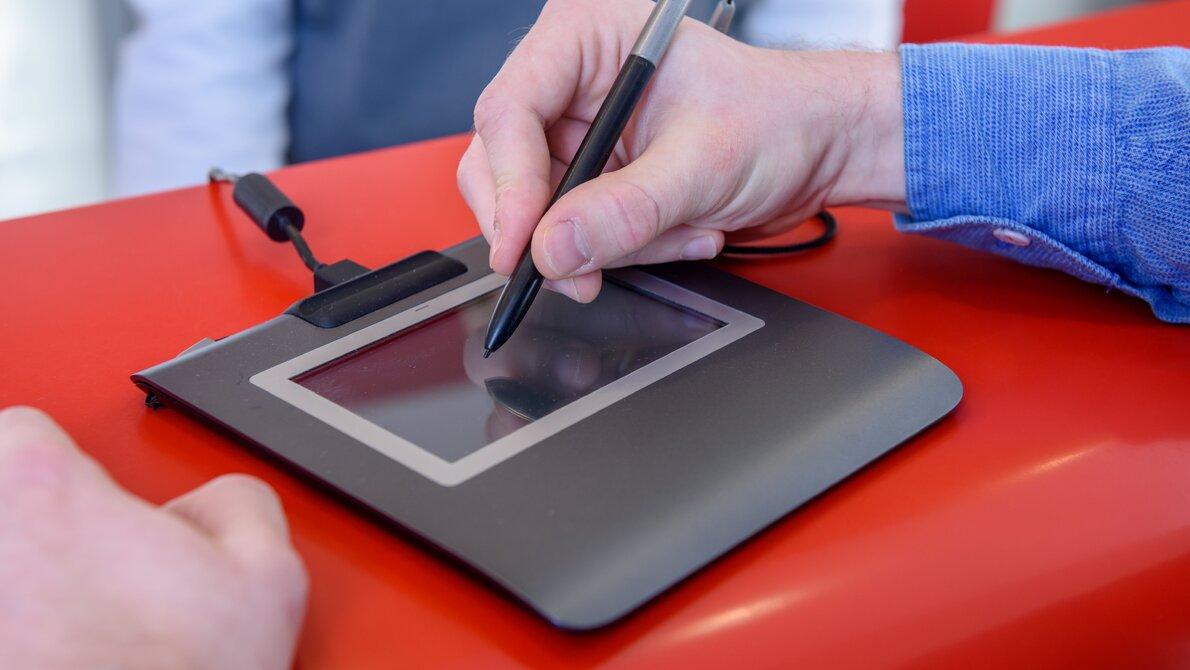 Polacy stawiają na cyfryzację – wzrost zainteresowania usługami Poczty Polskiej: eSkrzynka i Elektroniczne Potwierdzenie Odbioru (EPO)