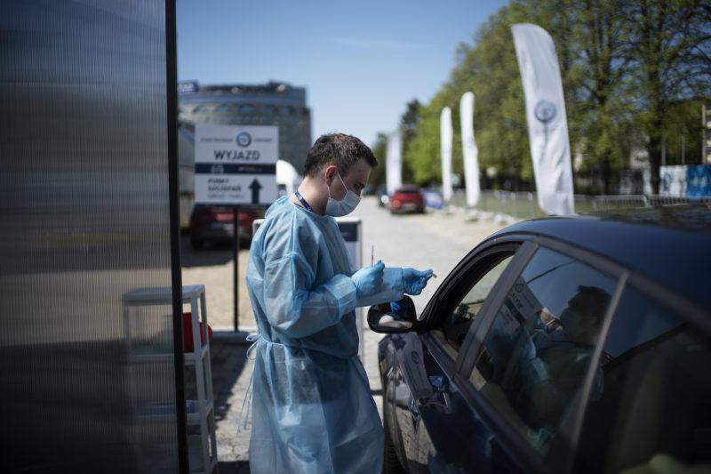 PZU Zdrowie uruchomiło pierwszy punkt szczepień drive thru w Warszawie