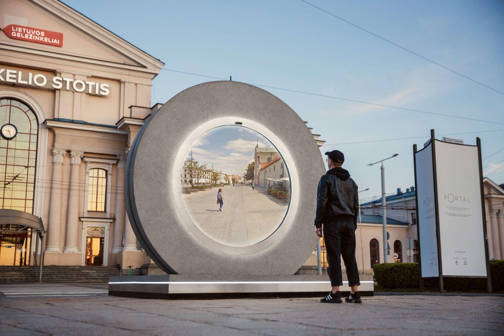 W Wilnie powstał portal do innego miasta