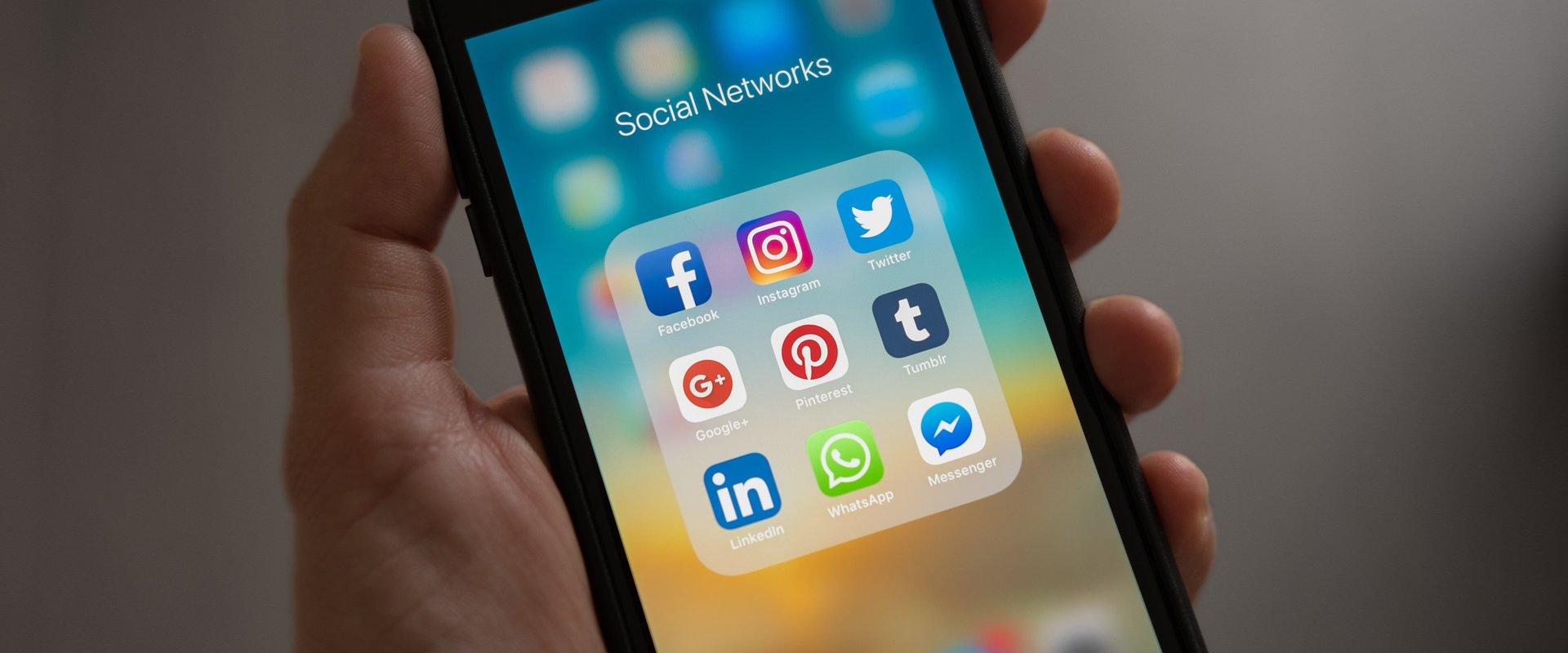 Polacy o social media w pracy – badanie pracuj.pl