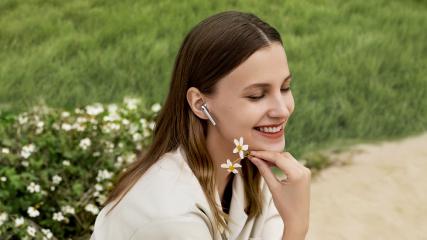 Bezprzewodowe słuchawki Huawei FreeBuds 4 z innowacyjną funkcją Adaptive Ear-Matching już dostępne w atrakcyjnej ofercie