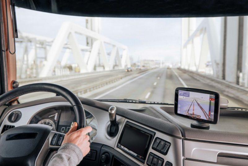 TomTom wprowadza na rynek TomTom GO Expert: 7-calową nawigację HD dla zawodowych kierowców