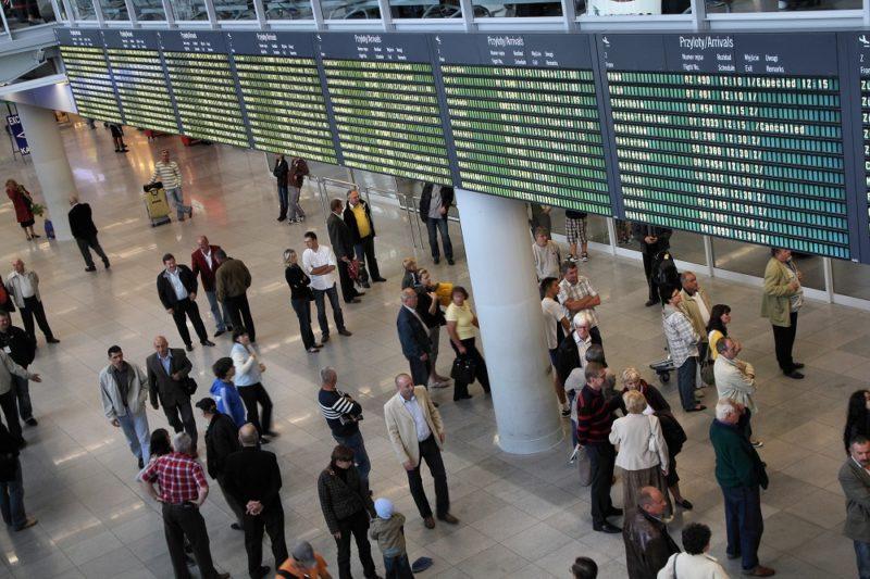 Nowoczesna ewakuacja – jak technologia zapewnia podróżnym bezpieczeństwo?