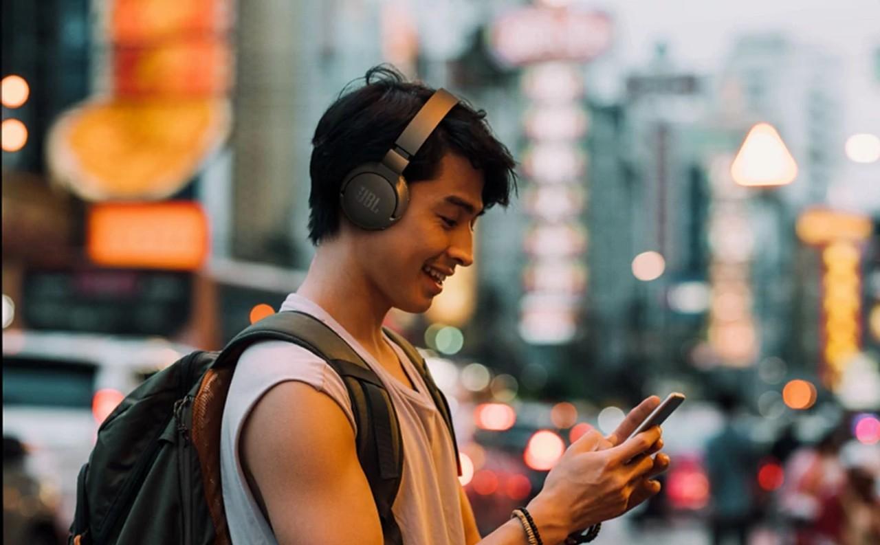 JBL Tune 660 NC – bezprzewodowe słuchawki nauszne z aktywną redukcją hałasu