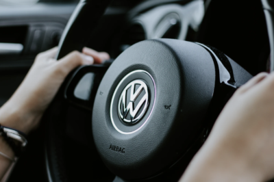Huawei coraz silniej obecny w branży motoryzacyjnej - zawarł umowę z dostawcą Volkswagena