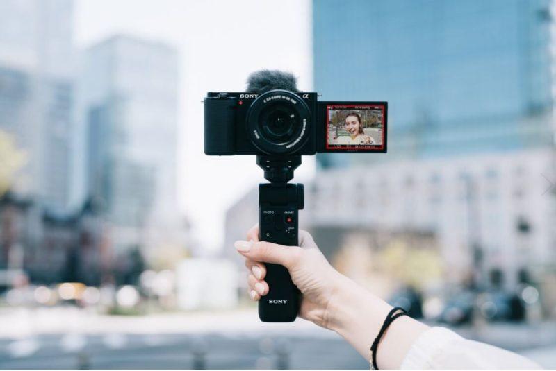 Sony wprowadza nowy aparat z wymiennymi obiektywami ZV-E10, przeznaczony dla wideoblogerów i twórców treści wideo