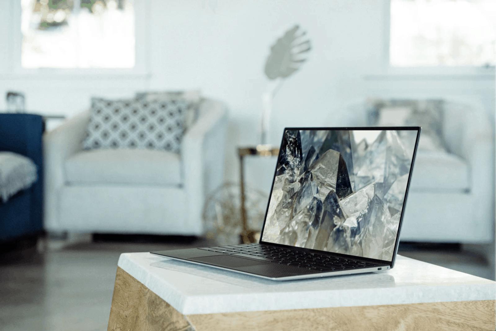 Co się lepiej sprzedaje tanie czy drogie laptopy?
