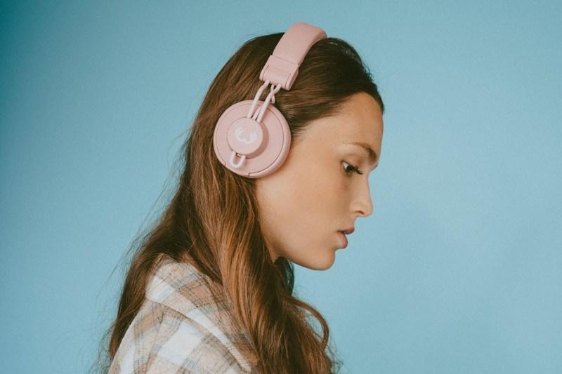 Retro styl w nowoczesnej odsłonie - nowe słuchawki nauszne Cult Fresh 'n Rebel