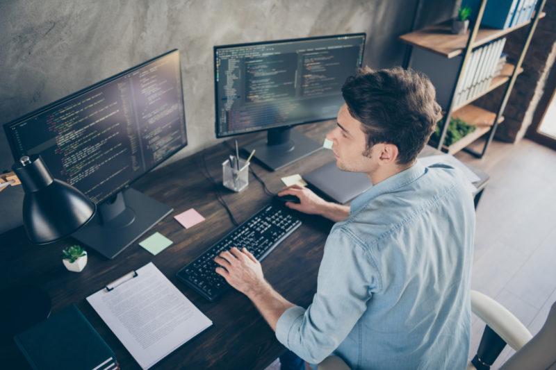 Liczba ofert pracy zdalnej większa o prawie 600% – No Fluff Jobs podsumowuje lipiec 2021 w branży IT