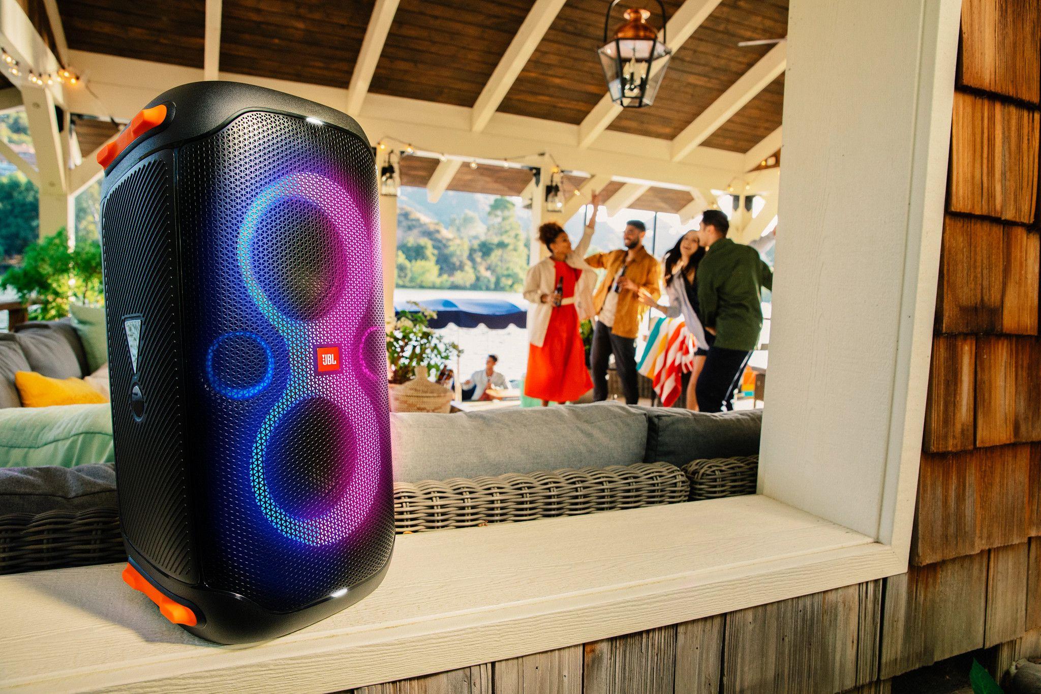 JBL Partybox 110 – przenośny głośnik imprezowy z wbudowanymi efektami świetlnymi ikonstrukcji odpornej na zachlapania
