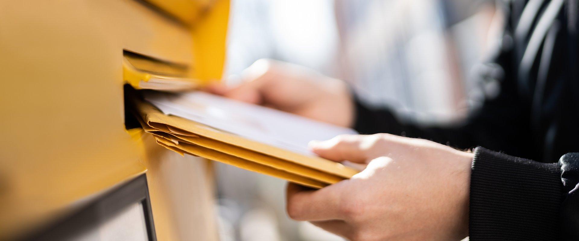 Polacy wciąż płacą dużo za list