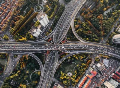 70% Polaków przyznaje, że w ich mieście jest zbyt wiele aut – Wnioski z badania FREE NOW