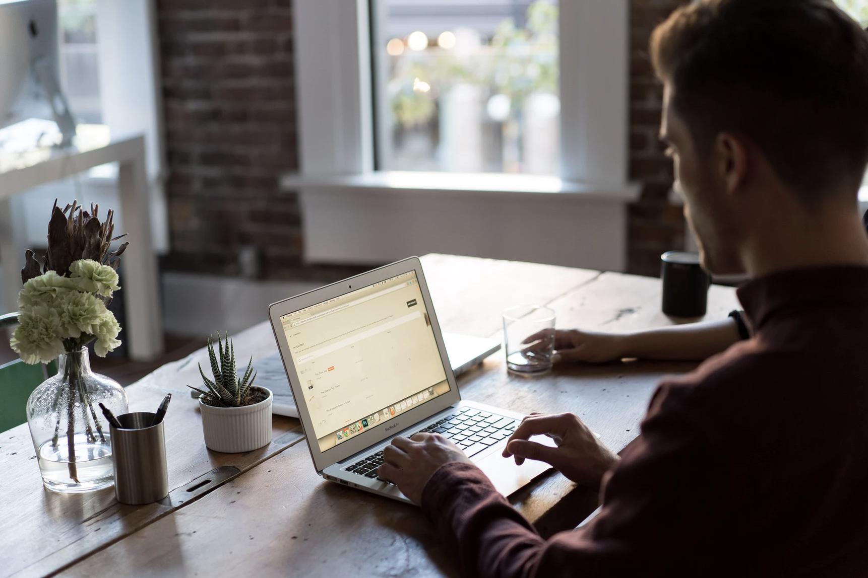 """Dzięki pracy hybrydowej firmom łatwiej zatrzymywać i pozyskiwać talenty: Cisco prezentuje badanie """"Hybrid Work Index"""""""