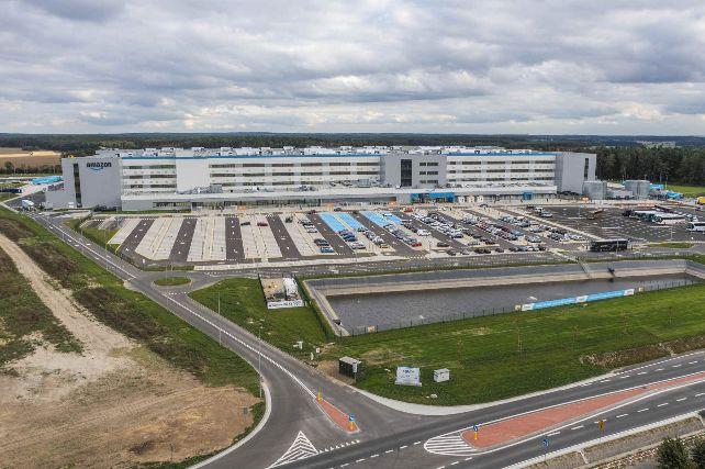 Amazon otwiera w Świebodzinie robotyczne centrum logistyczne oraz STEM Kindloteki