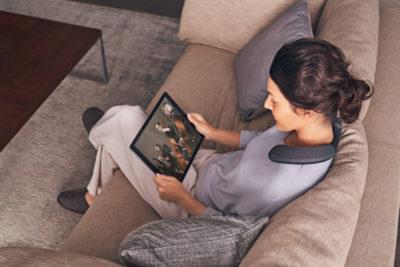 Sony wprowadza głośnik naramienny SRS-NS7 — osobiste kino do noszenia na sobie